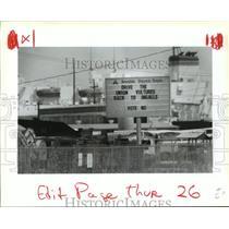 1993 Press Photo Avondale Shipyards - Sign Discourages Unionization, Louisiana