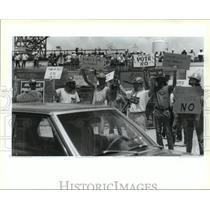 1993 Press Photo Avondale Shipyards - Workers Before Union Vote, Louisiana