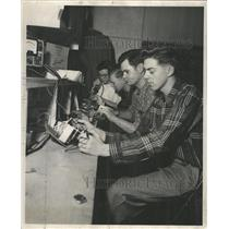1952 Press Photo Super Sonic Radio Co. Hallicrafters - RRW43457