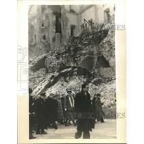 1940 Press Photo High Army Officers and Officials amid the ruins of the Alcazar
