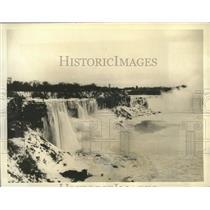 1935 Press Photo Low Temperatures Turn Niagara Falls into Ice Bridge