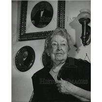 1960 Press Photo Mrs. A.A. Adams, DAR leader poses with ancestor portraits