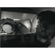 1991 Press Photo Randy Burnett, mechanic, repairs cabin pressure outflow valve