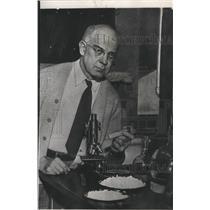 1950 Press Photo Dr Edward C. Kendall, Nobel Prize winner - spa81961