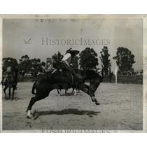 1940 Press Photo Rodeo Bronc Riding Charro