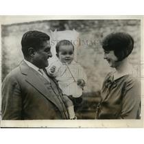 1926 Press Photo E Portes Gill & wife & son new Provisional Mexico President