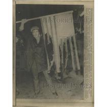 1969 Press Photo Vietnam Demonstrator Burning US Flag - RRW37085