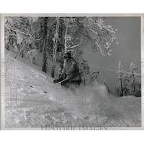 1958 Press Photo Skiing Travelling Snow Sport Chicago - RRW01151