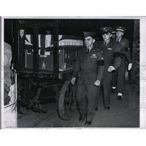 1951 Press Photo Chicago Cpls Richard &  Henry Needham & casket of brother John