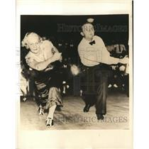 1936 Press Photo Ida Simmons & Gov Ed Rivers Bowling at alley - sbs07340