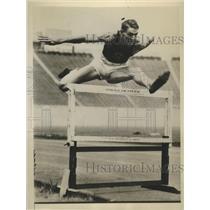 1930 Press Photo Johnny Morris Broke 120-Yard High Hurdle Record - sbs07546