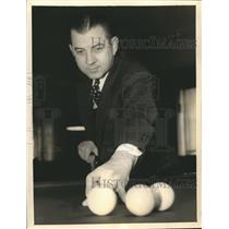 1936 Press Photo Eugene Deardorff of St. Louis plays at Billiard Tourney