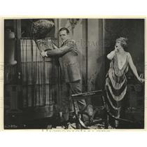 1934 Press Photo Wallace Reia in a scene from a historic motion picture