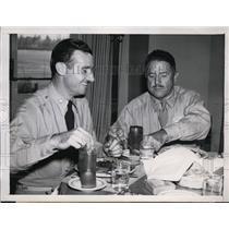 1945 Press Photo Maj Joseph McKeown & Maj James Haislip Have Lunch in Burbank CA