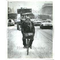 1982 Press Photo Driving Motorist Charles bicycle Rode - RRU71799