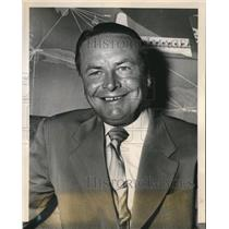 1954 Press Photo Stan Hack Managerof Chicago Cubs at Dallas Love Field Terminal
