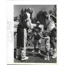 1990 Press Photo Ex-SuperSonic basketball player, Slick Watts with young fan