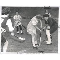 1954 Press Photo Field Hockey Detroit Gerry Bruneau