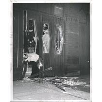 1963 Press Photo Wells restaurant bomb pipe glass - RRW47575