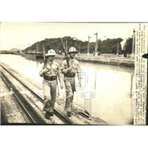 1939 Press Photo Canal Panama Constant Patrol Soldier - RRW51973