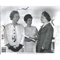 1964 Press Photo Charles Kellett Jr Women Award Winner