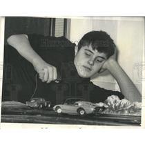 1965 Press Photo Slot Car Racing Miniture Brassart Fad - RRX97555
