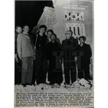 1966 Press Photo Americans pose w/ Priest, N. Vietnam - RRW98737