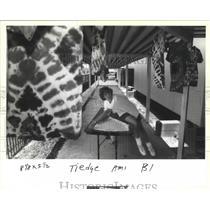1993 Press Photo New Orleans - Cubmaster Karen Baldwin Tie Dyes Shirts