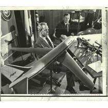 1970 Press Photo Oscar Bakke, Richard Sliff, Discuss 747 Jets in Washington, DC