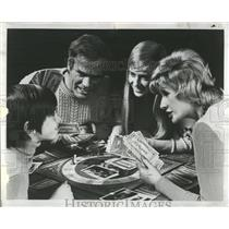 1973 Press Photo Family Board Game - RRW52799