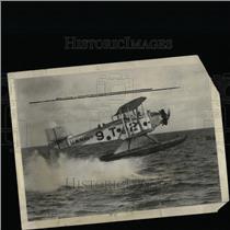 1932 Press Photo U.S. Navy Bombing Plane Lands In Water - RRX69293