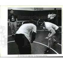 1992 Press Photo Jesuit High School - Coach Sam Harnsongkram and Wrestlers