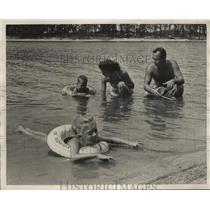 1956 Press Photo Mr. And Mrs. James Oswald and family, Lake Martin, Alabama