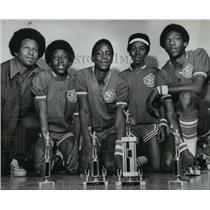 1975 Press Photo Alabama-Coach Lee Dixon and stars with McNeil Jr. High School.