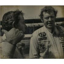 1972 Press Photo Darlington, S. C. Raceway-David Pearson and Buddy Baker.