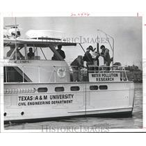 1968 Press Photo Water Pollution research aboard a Texas University boat
