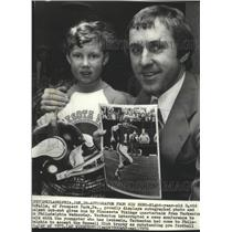 1976 Press Photo Young David McFalls with Minnesota football QB, Fran Tarkenton