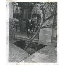 1961 Press Photo Tree Hole Fire Chief Hospital Water - RRW38689