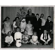1961 Press Photo Natl Restaurant Assc Christmas party - RRW56051