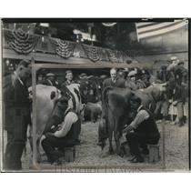1926 Press Photo Waukesha businessmen in milking contest - mjx34120