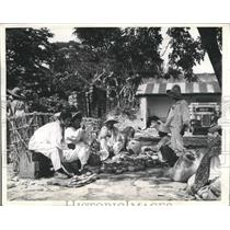 1937 Press Photo Pottery Salesmen Gather in Market in Tancanhuitz, Mexico