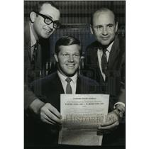 1969 Press Photo Alabama-Samford's Gary Fleming signs with Baltimore Colts.