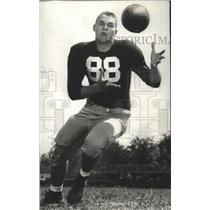 1956 Press Photo University Of Alabama Wide Receiver Baxter Booth Eyes Ball