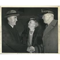 1942 Photo Eddie Rickenbacker greeted on his arrival at Bollng Field Washington