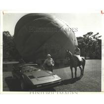 1985 Press Photo Brian Nevins of the International Polo Festival with John Hall