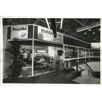 1994 Press Photo Restaurants in Mitchell Airport in Milwaukee - mjb41054