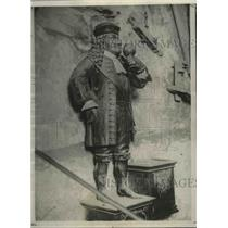1928 Press Photo Statue of the dwarf, Perkeo, on the wall of Heidelberg castle