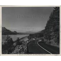 1953 Press Photo The Columbia River Highway in Oregon by Troutdale and Dodson