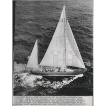 1950 Press Photo Aerial view of the Nirvana racing yacht at starting line