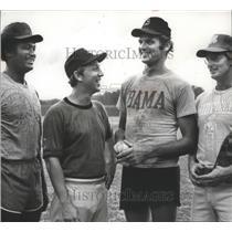 1972 Press Photo Alabama baseball coach Mewbourne with players-coaches.